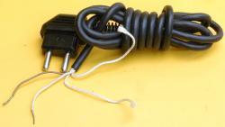 Anschlusskabel mit zweipoligem Stecker
