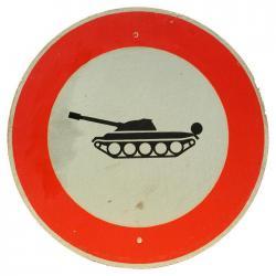 Verkehrsschild Einfahrtsverbot Panzer