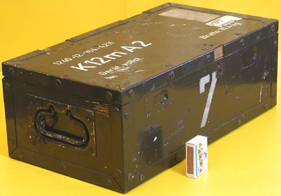 Box mit deckel flach